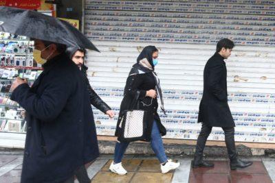 © Reuters. الريال الإيراني يهوي مع تهديد فيروس كورونا للصادرات